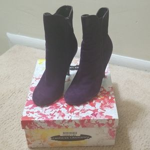 Chinese Laundry Kid Suede Ankle Boots